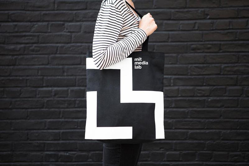 Сумка с логотипом MIT Media Lab