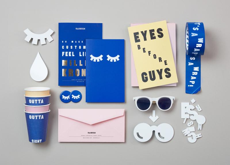 Типографика Kaibosh, бумажный стакан, очки, брошюра, конверт, значок, скотч